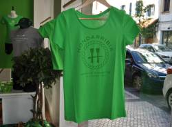 Camiseta Verde de Chica Letras Verdes
